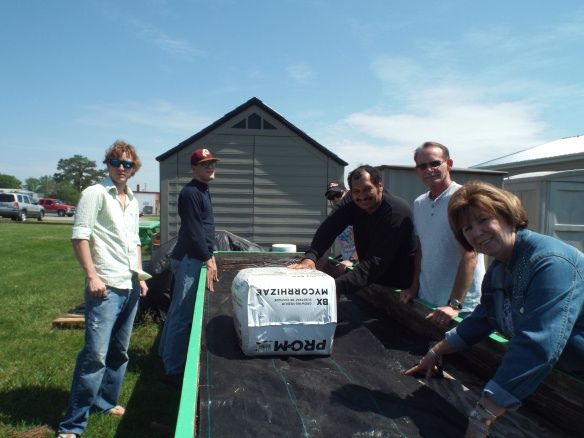 Plant on my people, plant on! Some of the group prepping one of our raised garden boxes for planting.